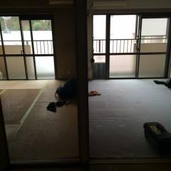 施工前④ダイニングから見るベランダ側2部屋。右はLDKにし、左は小さな寝室へ。