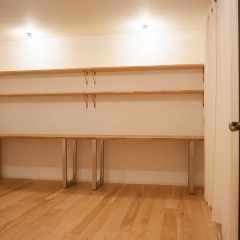 押入れだったスペースは、ご夫婦それぞれが使うデスクを造り付け。