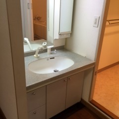 施工前②シンプルな洗面台。
