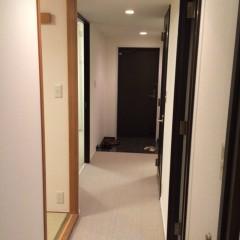 施工前② リビング側から見たところ。床はカーペットでした。