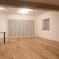 天井の梁も部屋のアクセントに、無塗装で仕上げました。