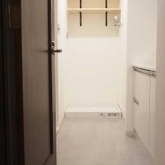 水回りの床は、掃除がしやすいフロアタイルを施工。