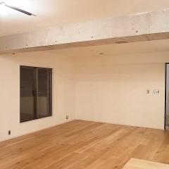 新しくなった床材に、既存の梁、既存の建具・・・上手くマッチしています。