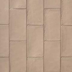 キッチンや床材の色味に合わせたベージュのタイルはキッチン正面の壁に施工。