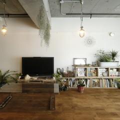 無垢の家具と無垢のフローリングの相性がピッタリ。