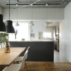 施主様のDIYシリーズ。キッチンカウンターも、組み立て、塗装と施工されました。