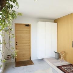 大きく土間を取った玄関は、気持ちよくお客様を迎え入れてくれます。