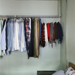 オープン収納の良い所は持っている物が一目瞭然で、必要以上に物が増えない所。
