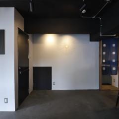 1Fの暖簾は藍染ですが、2Fの暖簾はカラシ色に染めてもらったものを使用。