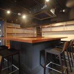 天井は高いとは言えないのですが、あえて黒塗装でおこもり感が出るように。