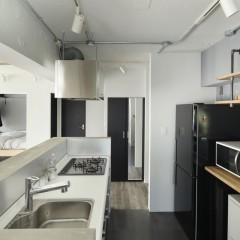 キッチンは再利用だが、レンジフードはサンワカンパニーのものへ交換。