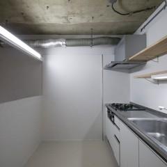 キッチンは壁に合わせて白で統一。