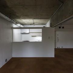 キッチンは隠しつつ大きな窓でオープンに。
