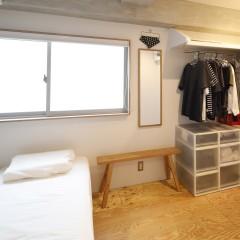 寝室はオープンクローゼットですっきりした収納になりました。