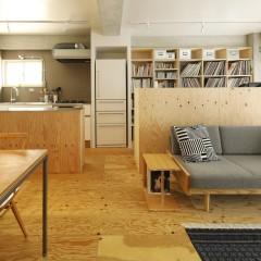 キッチンや趣味スペース・・・雑多になりがちな場所はカウンターで上手く目隠し。