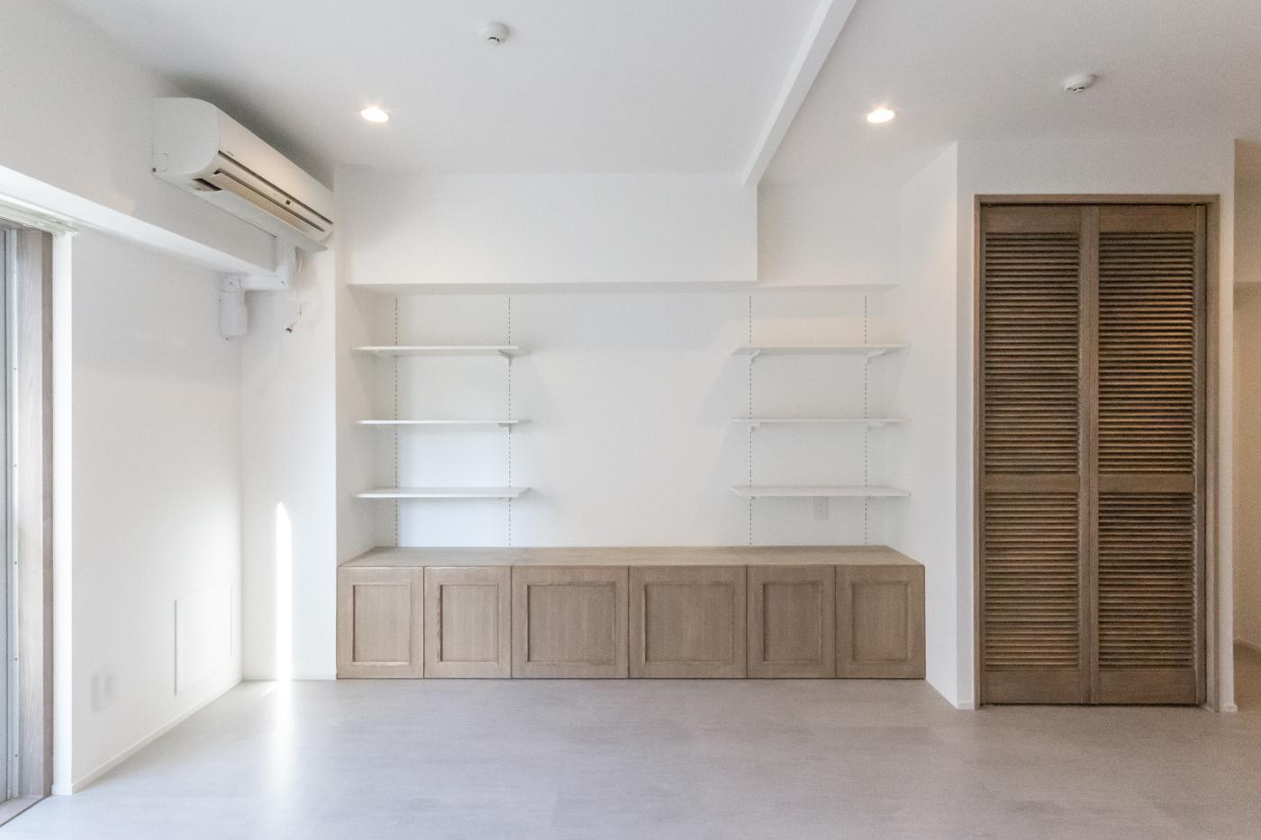 まるで備え付けかのように造作された家具。