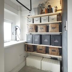 可動棚を設置して、広い玄関を有効活用。