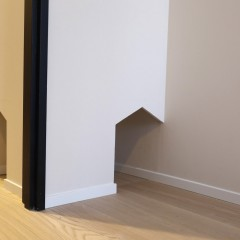 ドア横に設けたキャットスルーで、自分のタイミングで出入りしてもらいます。